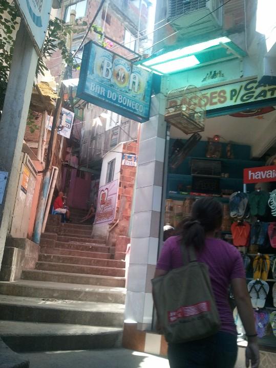 A l'intérieur des favelas