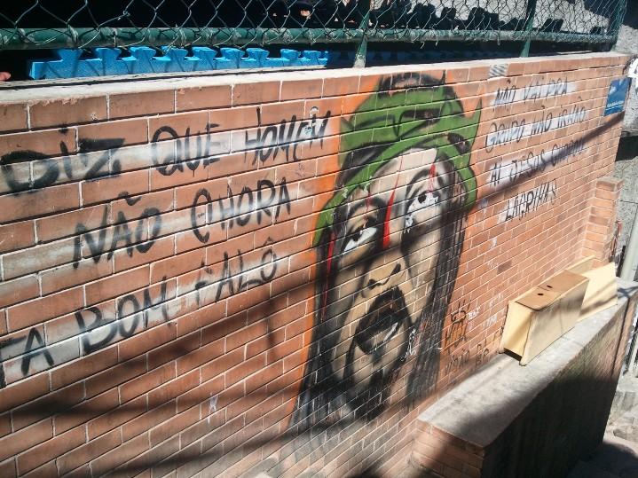 Le mur d'une école de boxe gratuite pour les habitants
