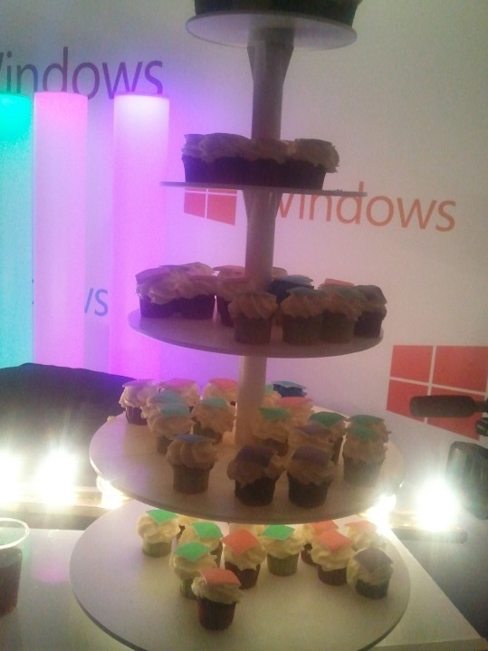 La pyramide de cupcakes avant de se faire gifler