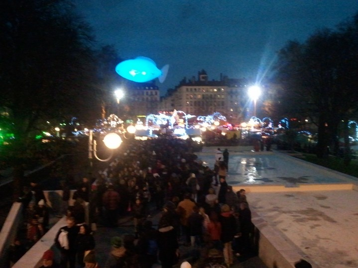 Marché de noël: marrée humaine - Fête des lumières Lyon 2012