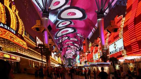 7 choses à faire à Las Vegas à ajouter sur votre Bucket List, Fremont street las vegas